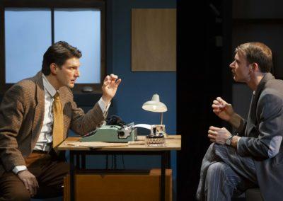 La Machine de Turing au Théâtre Michel. Deux comédiens au centre.